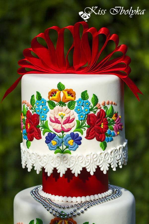 Hungarian cake with embroidery pattern from the region of Kalocsa.