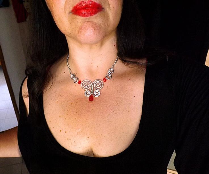 collana  con farfalla creata a mano con tecnica wire  necklace butterfly wire