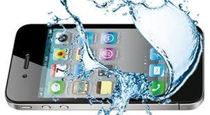 Cosa fare se l'iPhone cade in acqua.. ma vi auguriamo buon ferragosto!