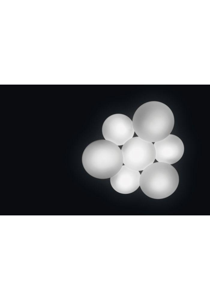 Lampada da Soffitto Vibia Puck Led. Plafoniera multiple a sfere design di Jordi Vilardell. L'impiego del vetro opale triplex di massima qualità e dell'alluminio iniettato conferisce al prodotto una finitura perfetta. Produce un'illuminazione calda, senza ombre né bagliori.  Richiede un solo punto luce  Diffusore in vetro soffiato opale mat triplex