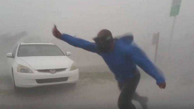 Ez a férfi a tomboló hurrikán közepén kiszállt a kocsiból – videó   24.hu És akkor Juston Drake az Irma hurrikánszemébe nézett. A karibi térséget letaroló vihar megérkezett Florida Keys szigetcsoportra, az amerikai