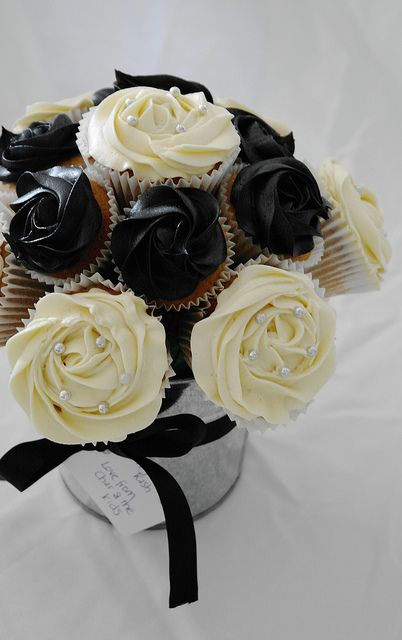 Cupcake Sophistication: Black And White Bouquet