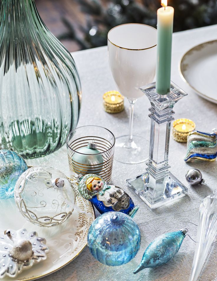 Mix materials like glass and shimmering metallics to create a dazzling scene that nods to the icy landscape that encapsulates the Winter Palace theme. Scatter jewelled and acrylic snowflake baubles and icicle ornaments among the branches of your tree for a white Christmas whatever the weather.