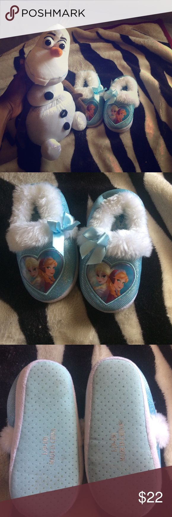 Girl slippers Disney character frozen slippers for girls and size L 9-10 comes with talking Olaf my daughter went insane for this cartoon I've turned off Device for battery reserve USED BUT HAS SO MUCH LIFE LET SEE PIC Shoes Slippers