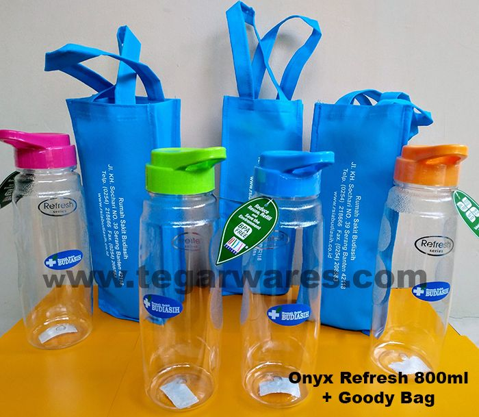 Onyx Refresh 800ml clear color with three-color logo print and handbag made specially to be distributed to all employees and hospital staff ordered by Budiasih Hospital Serang Banten.Indonesia