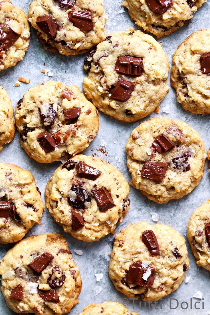 Chocolate chunk cherry pecan oatmeal cookies | When you're ready for a mid-afternoon (or midnight!) cookie break, not just any cookie will do. These beauties are loaded with flavor thanks to rich chocolate chunks, sweet-tart dried cherrie…