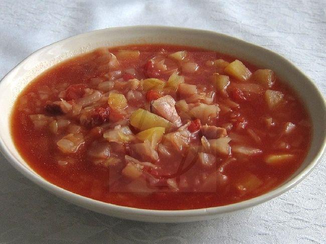 Kapustovo-paradajková polievka