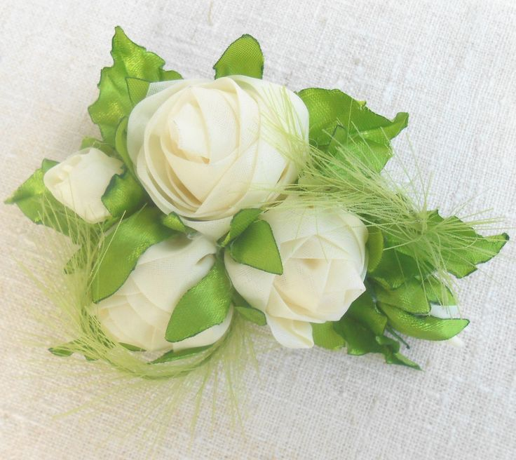 Brooch with milky-white roses Light ivory ribbon roses Roses