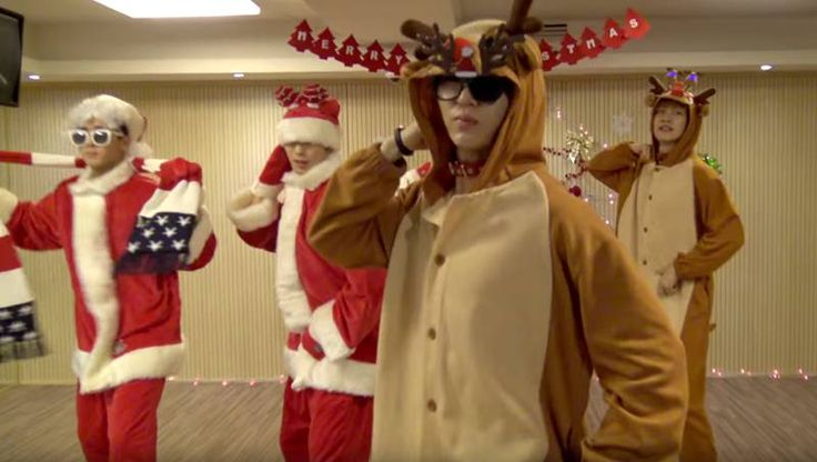 VIXX is adorable in full Christmas wear for new dance practice video of 'Chained Up' | http://www.allkpop.com/article/2015/12/vixx-is-adorable-in-full-christmas-wear-for-new-dance-practice-video-of-chained-up