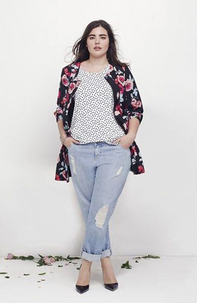 Being curvy should no more be an embarrassment. The leaner girls are dying to have those perfect curves that you own, you know? Just the right confidence and the perfect clothes, and you would be up there to look like the perfect plus sized model!
