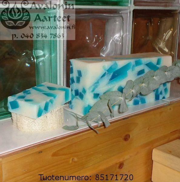 Osmia's handmade eucalyptus soap / Osmian käsinvalmistettu eukalyptussaippua.