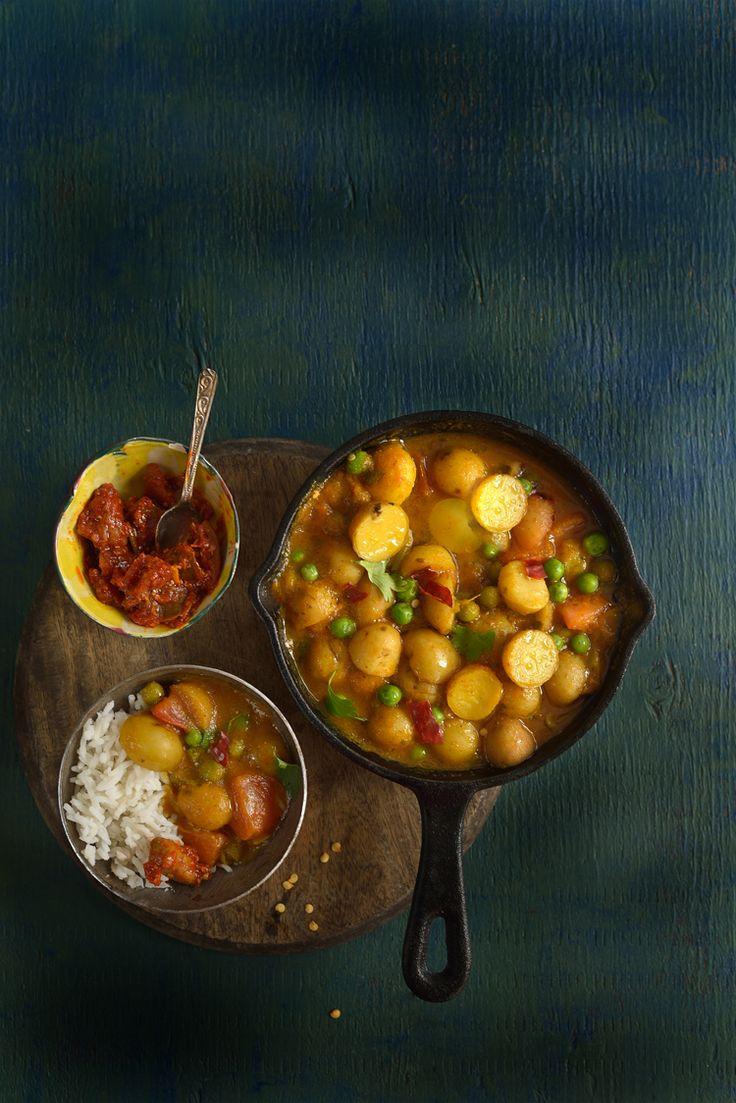 Potatoes N Peas in a curry : Turmeric N Spice