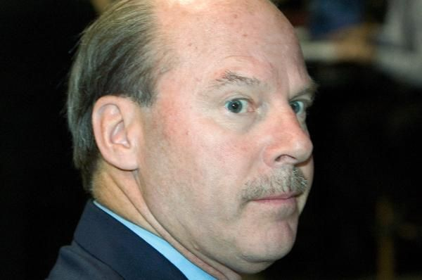 Former NHL coach Mike Keenan has been hired to lead Chinese club Kunlun Red Star, which competes in the Kontinental Hockey League.
