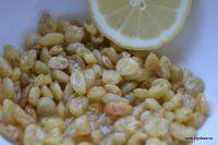 Domácí lék proti nachlazení - hrozinky v citrónu