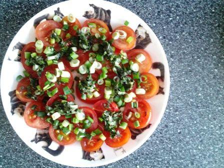 Kookstel - Een kokend stel: Indiaas bijgerecht: tomatensalade