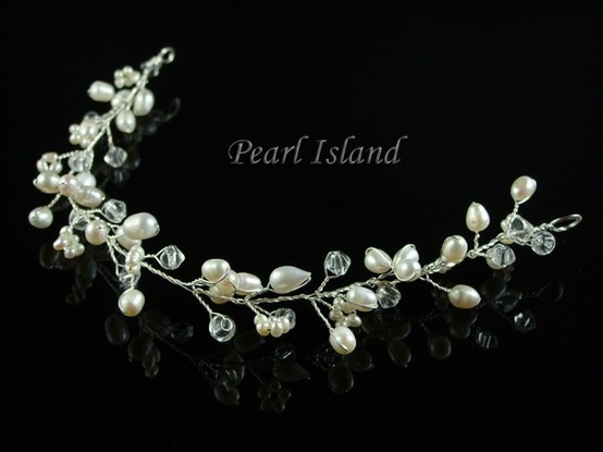 Stylish White Freshwater Pearl Hair Vine: www.pearlisland.co.uk