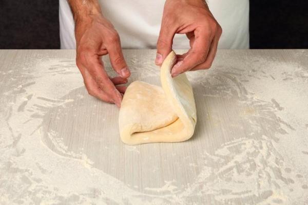 Como fazer massa folhada sem glúten. A massa folhada é perfeita para preparar sobremesas ou doces que certamente encantarão toda a sua família; mas se algum familiar for celíaco, não será possível preparar a massa folhada tradicional e d...