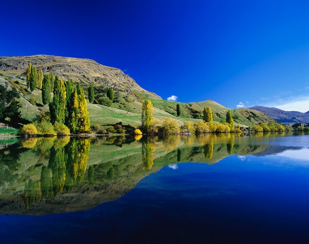 Lake Hayes, Central Otago, New Zealand's South Island.