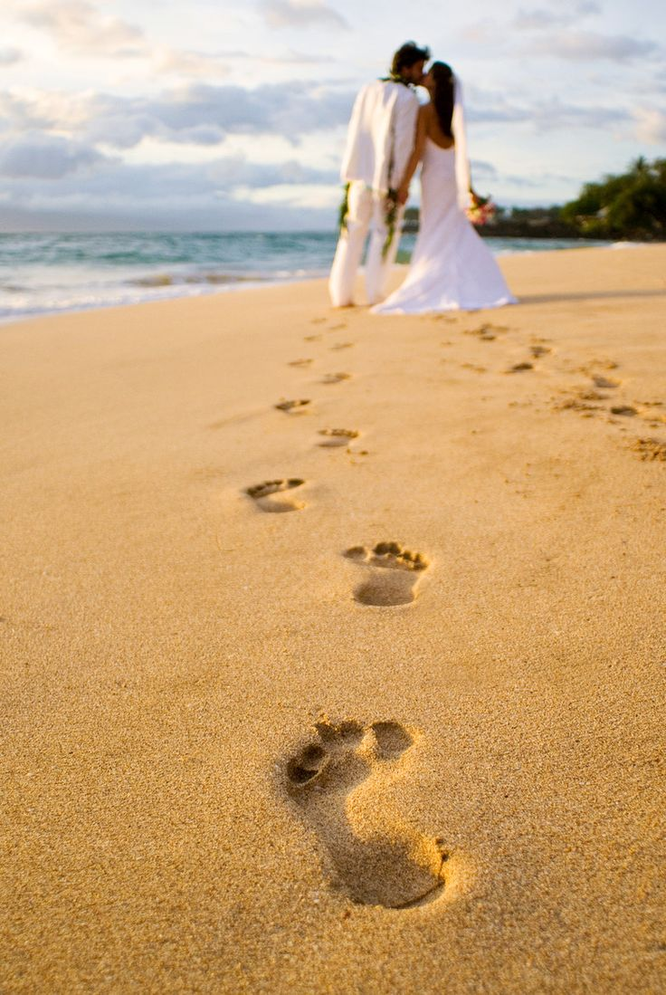 Maui Hawaii Wedding Photography. Honestly, I would love to go to Hawaii to take wedding pics with my future fiance. The time and setting is always right!