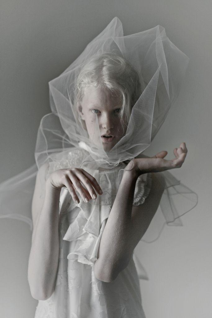 Dusty eyes III    model: Linn Arvidsson ( VIVA )
