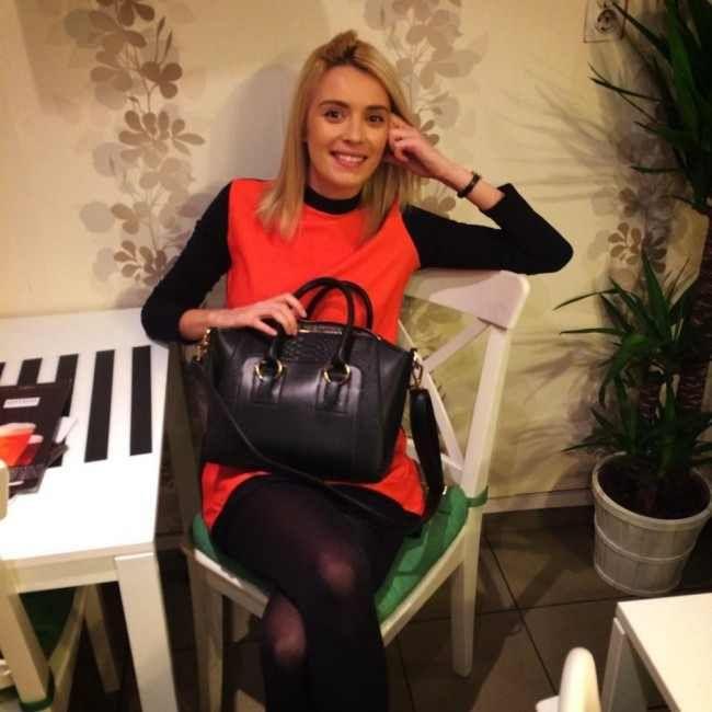 Actrita Andreea Dumirescu a ales geanta Paris!  http://www.adona.ro/geanta-paris.html