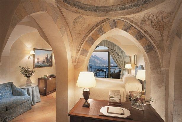 ベルモンド ホテル・カルーソ(イタリア) アマルフィの絶壁に佇む、11世紀の宮殿から生まれた名門ホテル