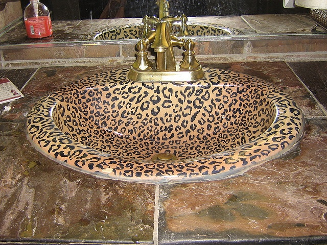 omg i want it, im doing my bathroom in leopard print! (: <3