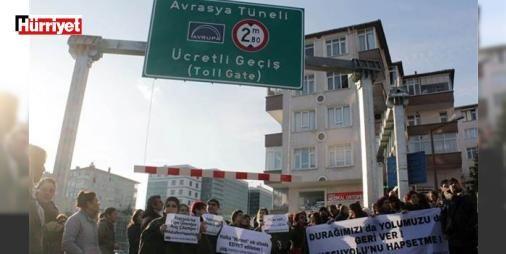 #AvrasyaTünelini protesto ettiler : #AvrasyaTüneli düzenlemesi nedeniyle Koşuyolundaki otobüs durağının kaldırıldığını ve Kadıköye giden E-5 bağlantı yolunun kapatıldığını belirten Koşuyolu Çevre Gönüllüleri eylem yaptı. Koşuyolunda toplanan gönüllüler #AvrasyaTüneli bağlantı yoluna kadar yürüdü.  http://www.haberdex.com/turkiye/-AvrasyaTuneli-ni-protesto-ettiler/140374?kaynak=feed #Türkiye   #Avrasya Tüneli ##AvrasyaTüneli #Avrasya #Koşuyolu #Tüneli #bağlantı
