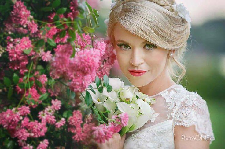 Gorgeous bride make-up, eyeliner technique, pin-up inspiration. Glamour bride make-up. #bride #bridemakeup #glamourbride