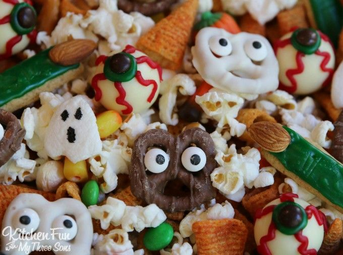 halloween snack mix with candy corn