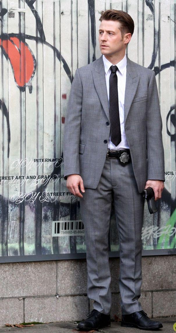 Ben McKenzie (James Gordon)