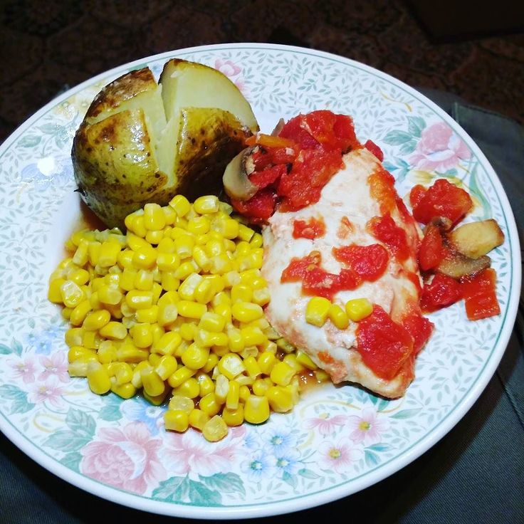 Chicken sweetcorn and jacket potato. #dinner  #foodporn #food #fitness #if #intermittentfasting #iifym #ifitfitsyourmacros #macros #protein #carbs #fitfam #bodybuilding #weightlifting #muscles #eatdirtytraindirty #eatcleantraindirty #absaremadeinthekitchen #igfitness #leangains #flexibledieting by blood_sweat_and_pies