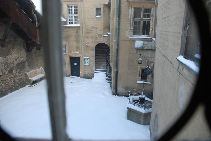 dziedziniec wewnętrzny ze studnią niewiernych żon / inside couryard with the unfaithful wives' well