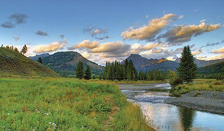 Yellowstone National Park secret hikes