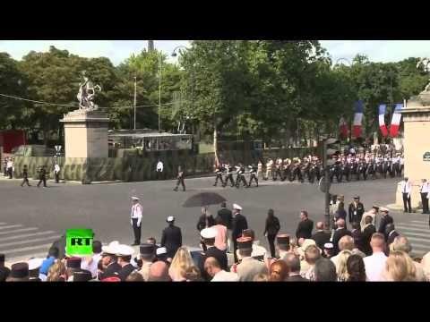 Extrait du défilé militaire du 14 juillet sur les Champs-Elysées - YouTube