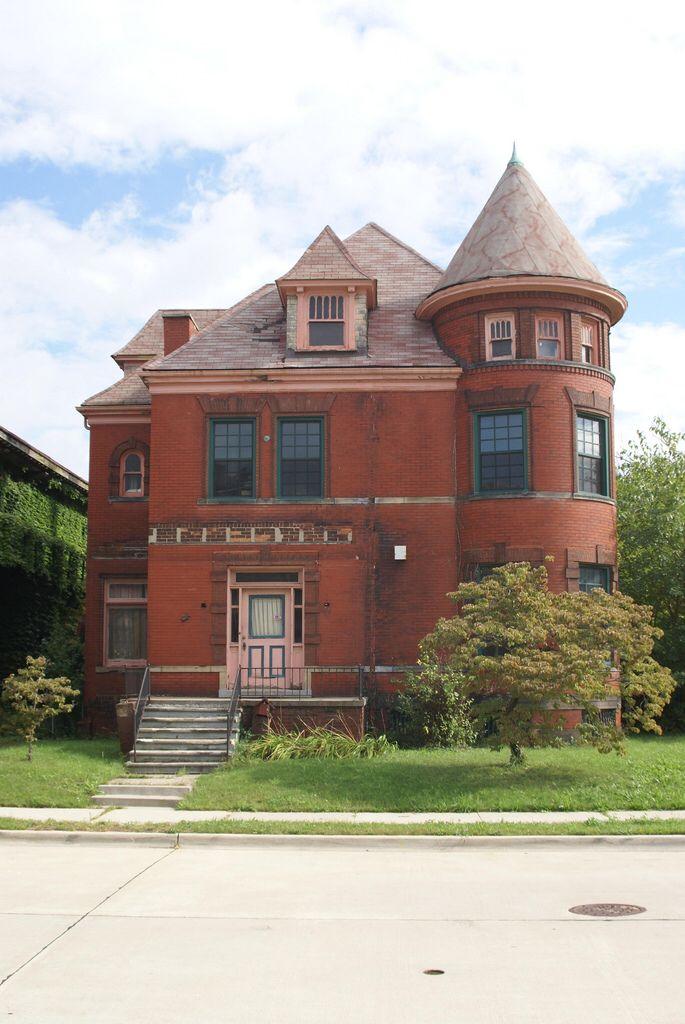 Detroit's Abandoned Mansions