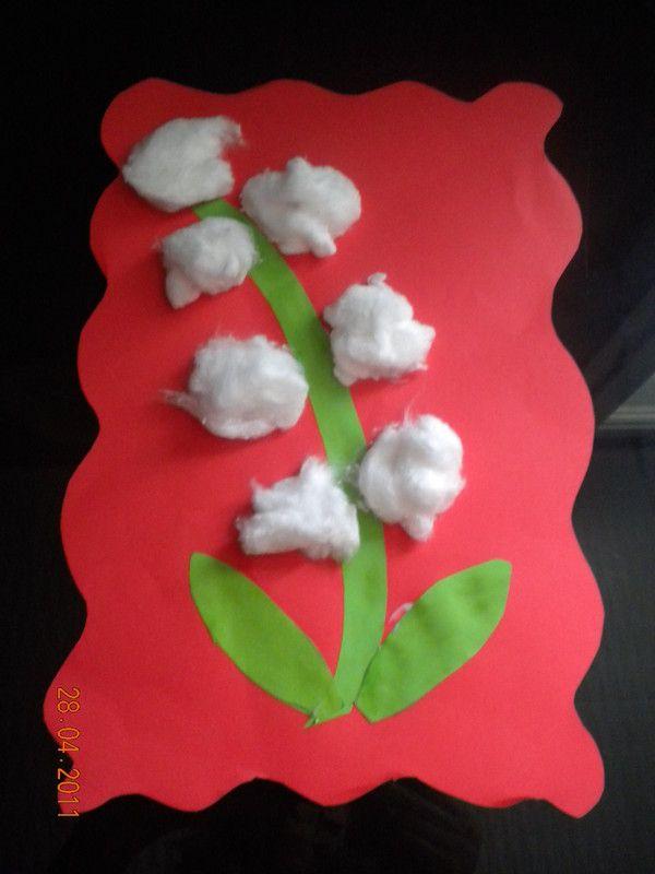 Muguet fait avec des feuilles de couleur et du coton.