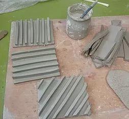 Cours particuliers de poterie, avec Livia Jacquemin (Angry Pixie). Différentes formules de cours à différents tarifs. Formule 2 : set pour la salle de bain.