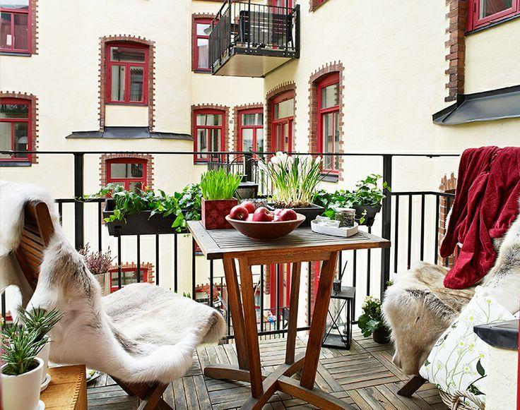 Scopri le soluzioni creative, i suggerimenti e le idee per la casa d'autunno e come vivere gli spazi all'aperto: balconi, terrazzi o portici.
