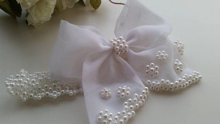 Faixa PEROLAS brancas com lindo e delicado laço com bordado em perolas, perfeito para uma ocasião especial com batizado, casamento...  informe a idade na hora da compra q enviaremos no tamanho ideal