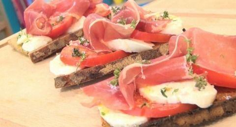 """750g vous propose la recette """"Bruschetta à l'Italienne"""" notée 4.3/5 par 4 votants."""