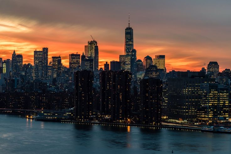 Gorgeous view of Lower Manhattan skyline at sunset by Javan Ng @javanng #newyork #newyorkcity #nyc #manhattan #brooklyn #photography #newyorkcityfeelings #queens #thebronx #statenisla