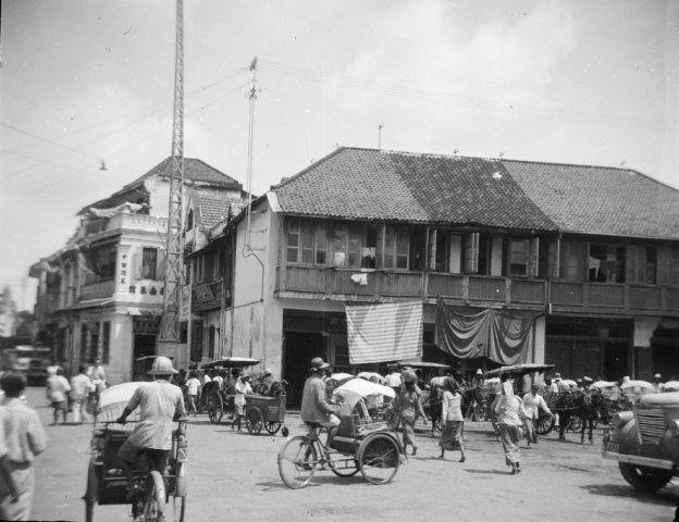 Straatbeeld van Surabaya, Indonesië (1950) Ujung timur jalan Kalimati Tengah, berseberangan jalan Songojudan
