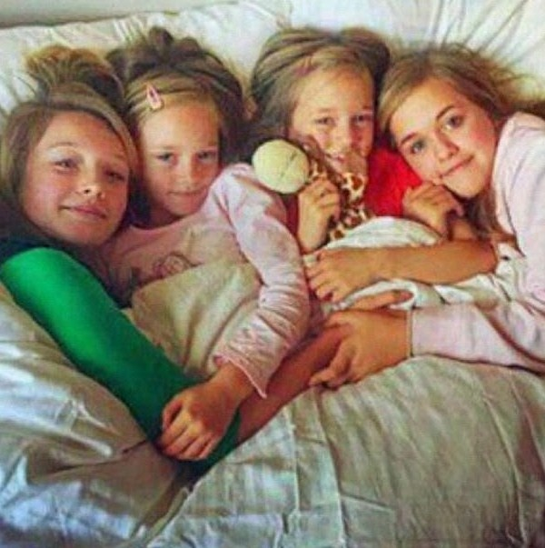 Louis Tomlinson's sisters one of the cutest pic of them  (Awe they're adorable!!! :D Que cute lol)
