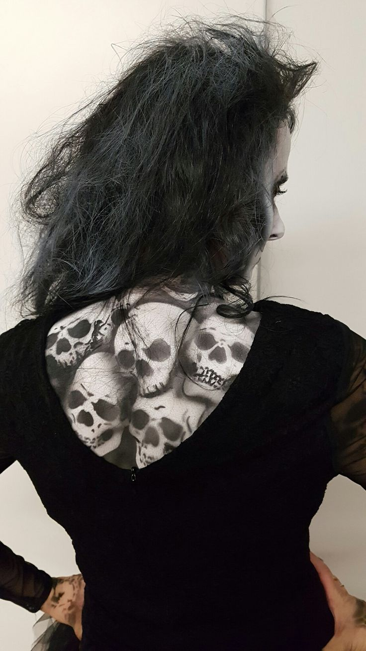 Bodypainting skulls
