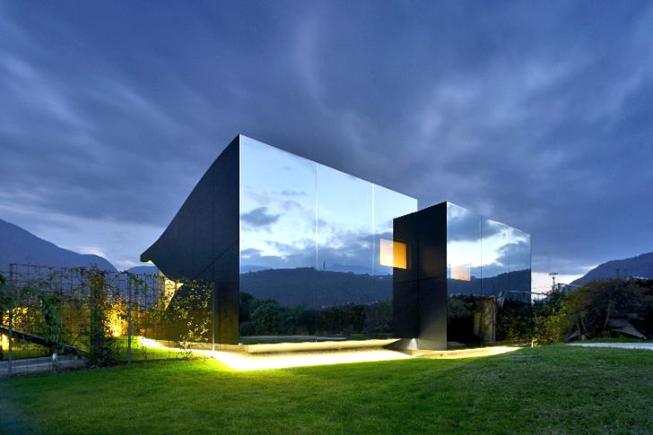 Peter Pichler's Mirror Houses serve as sustainable vacation re...