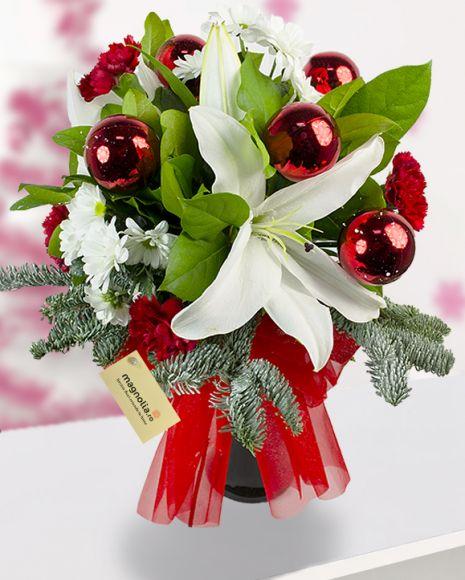 Buchet de Craciun cu crizanteme, crini, garoafe si globuri