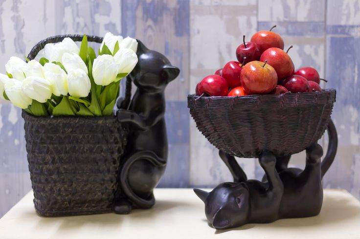 Оригинальные статуэтки с корзинками - необычный декор для дома. Корзинки можно использовать для хранения конфет или фруктов, а если позволяет форма корзинки - то и как вазу для цветов.
