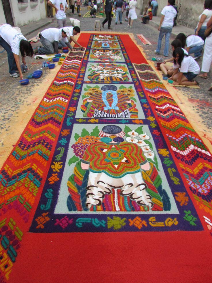 Antigua guatemala alfombra de aserrin son hechas en for Alfombras de antigua