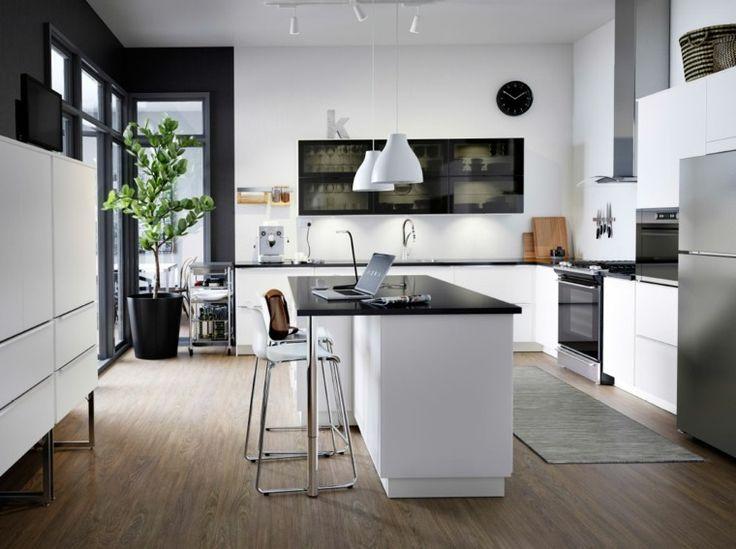 cuisine intérieur design contemporain aménagement îlot central noir et blanc luminaires suspension design meuble bois déco plante